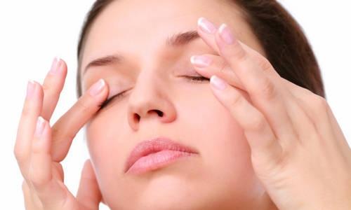 3 động tác massage mắt tốt cho người bị cận thị