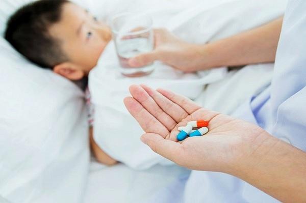 Trẻ sốt bao nhiêu độ thì uống thuốc